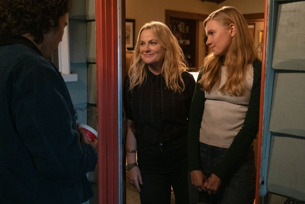Amy Poehler as Lisa/Director/Producer, Hadley Robinson as Vivian in Netflix's 'Moxie'