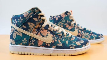"Nike SB ""Hawaii"" Dunk High"
