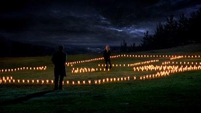 Meredith puts on an emotional display for Derek in the Season 4 finale. Screenshot via Netflix