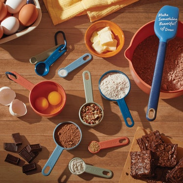 Beautiful Nesting Measuring Cups with Ring in Assorted Colors
