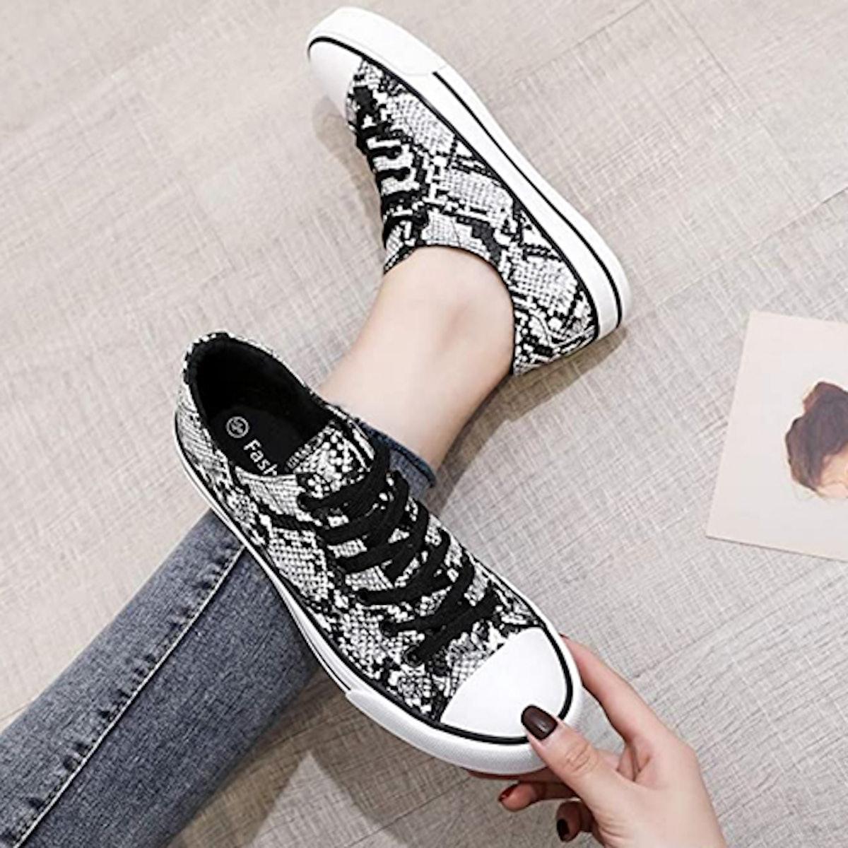 AOMAIS Low Top Sneakers