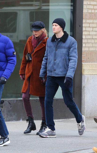 Taylor Swift hand-in-hand with boyfriend Joe Alwyn go on a long walk after lunch in NYC.