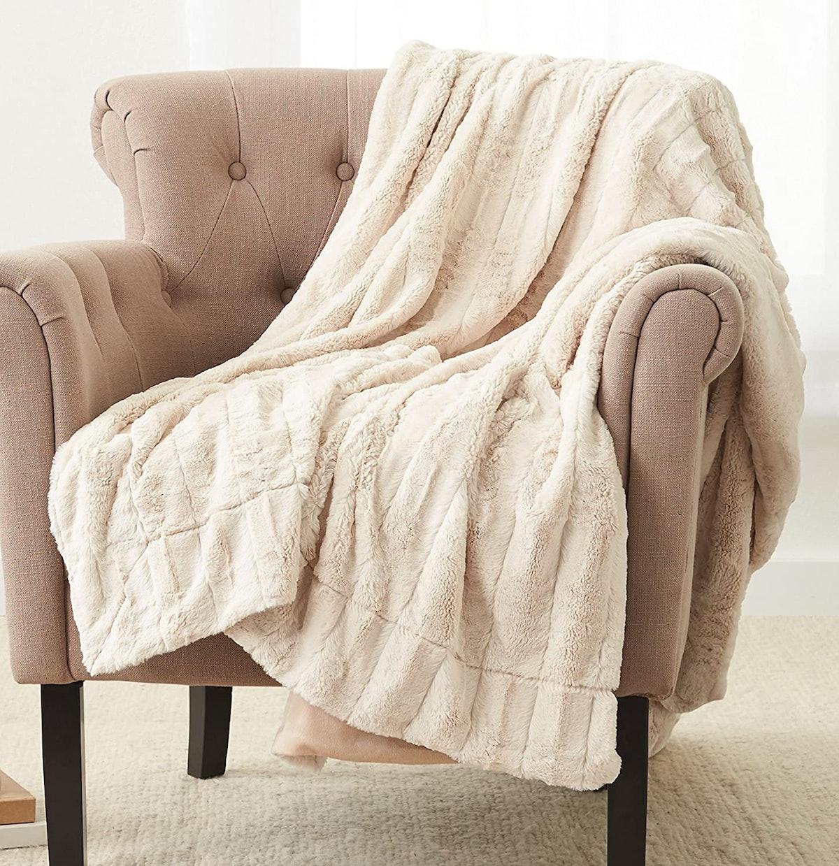 Pinzon Faux Fur Throw Blanket