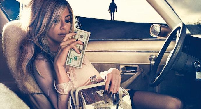 Jennifer Aniston holding cash