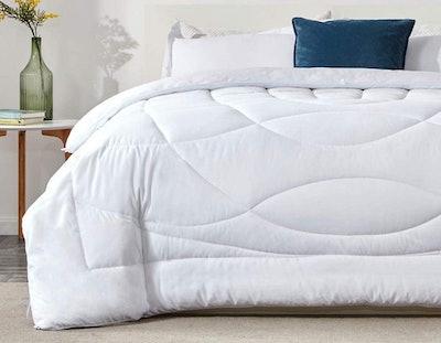 SLEEP ZONE All Season Comforter
