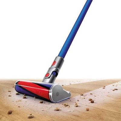 Dyson V7 Fluffy Cordless Stick Vacuum for Hard Floors