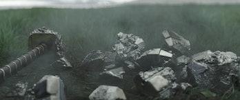Mjolnir broken in Thor: Ragnarok