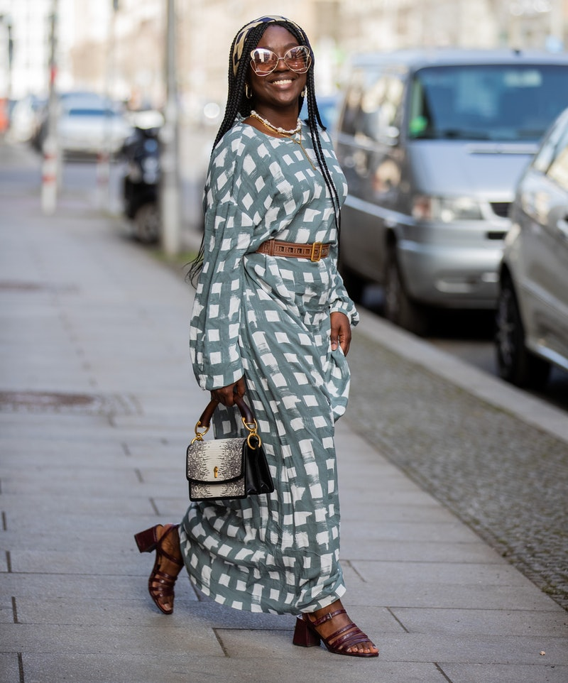 How To Style Checkered Pants, Skirts, & Skirts For A '90s-Inspired Look