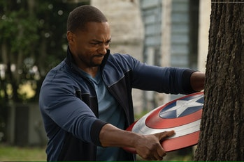 Anthony Mackie as Sam Wilson holding Captain America shield in The Falcon and the Winter Soldier