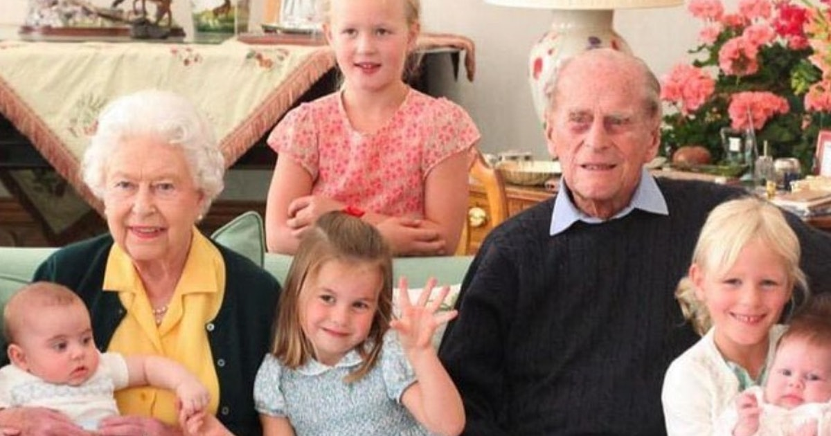 Prince Philip and All His Great-Grandchildren Pictures in New Family Photo