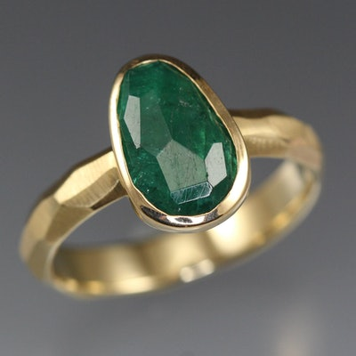 Rose Cut Emerald Chiseled Ring