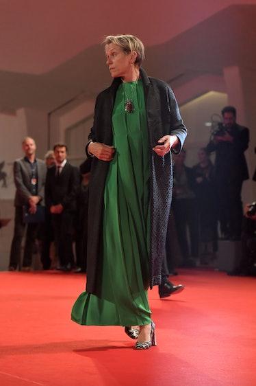 Frances McDormand wearing a green dress on the carpet