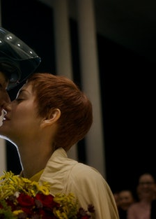 Adam Driver kissing Marion Cotillard