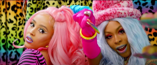 """Doja Cat, in pink hair, stands next to Rico Nasty for """"Tia Tamera"""" video"""