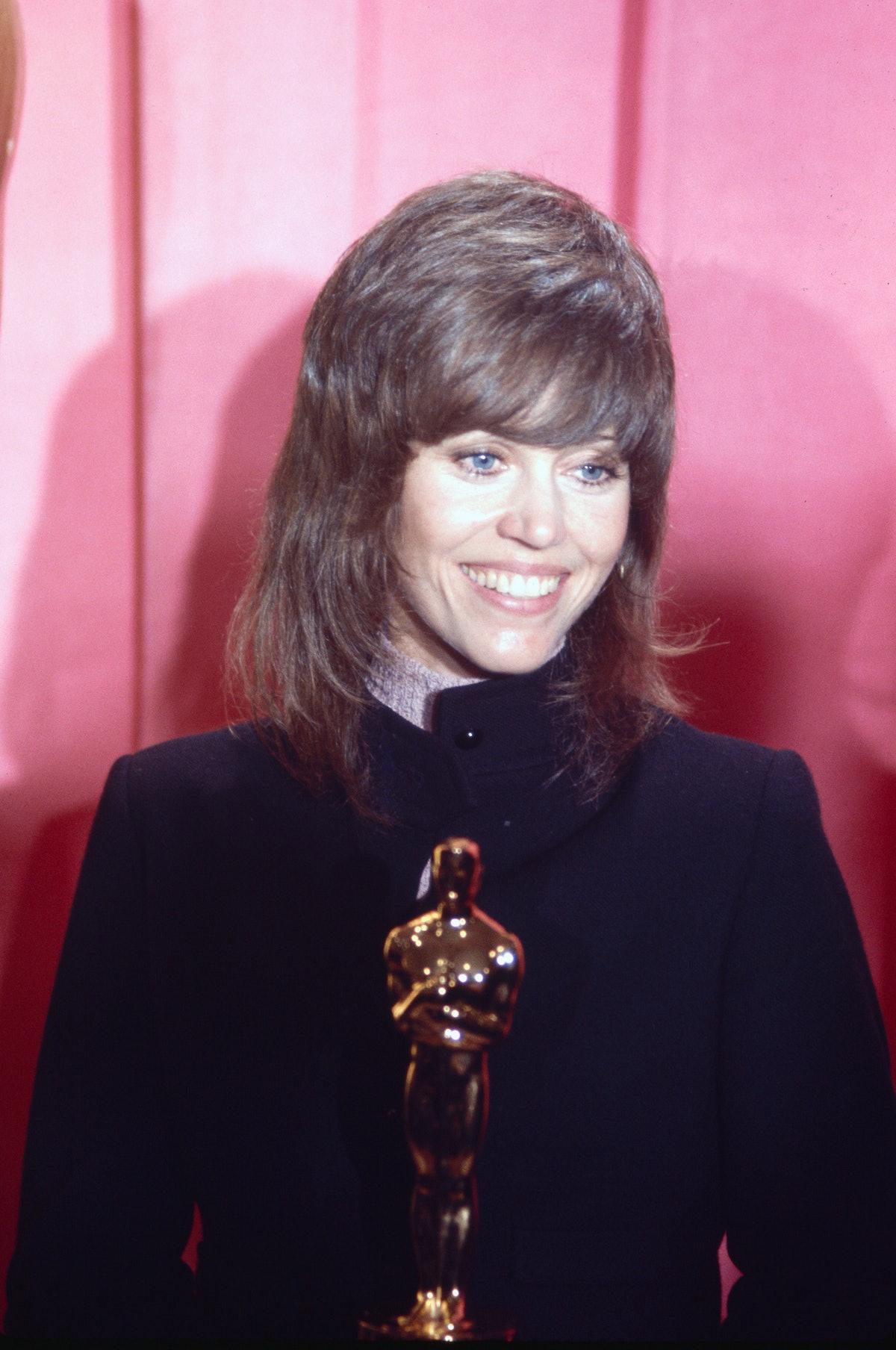 Jane Fonda wearing a Klute haircut