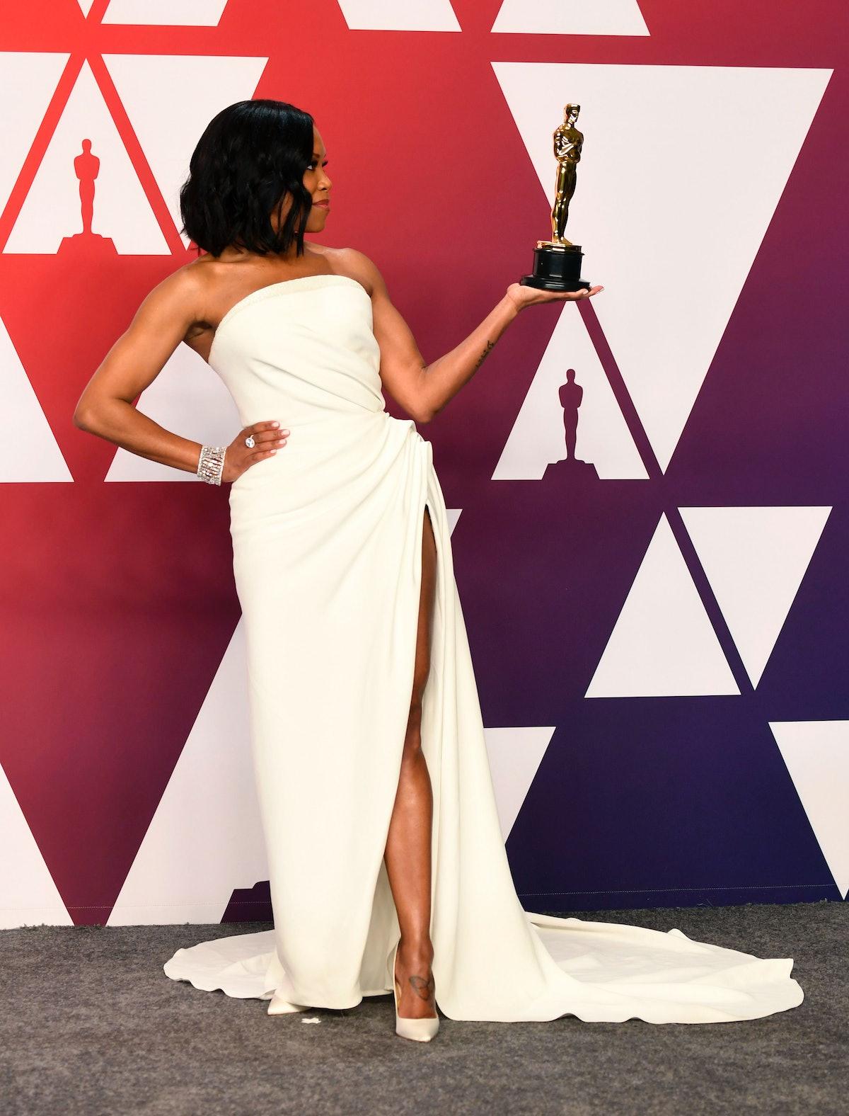 Regina King holds her Oscar