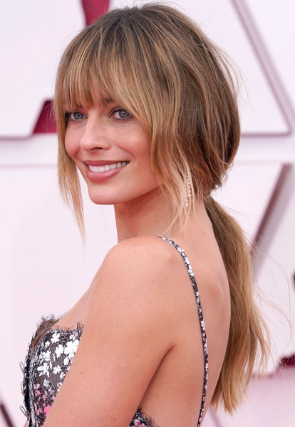 Margot Robbie's bangs at the 2021 Oscars.