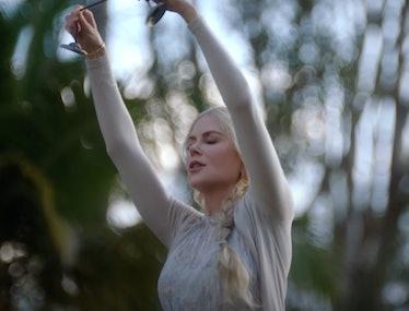 Nicole Kidman clangin cymbals