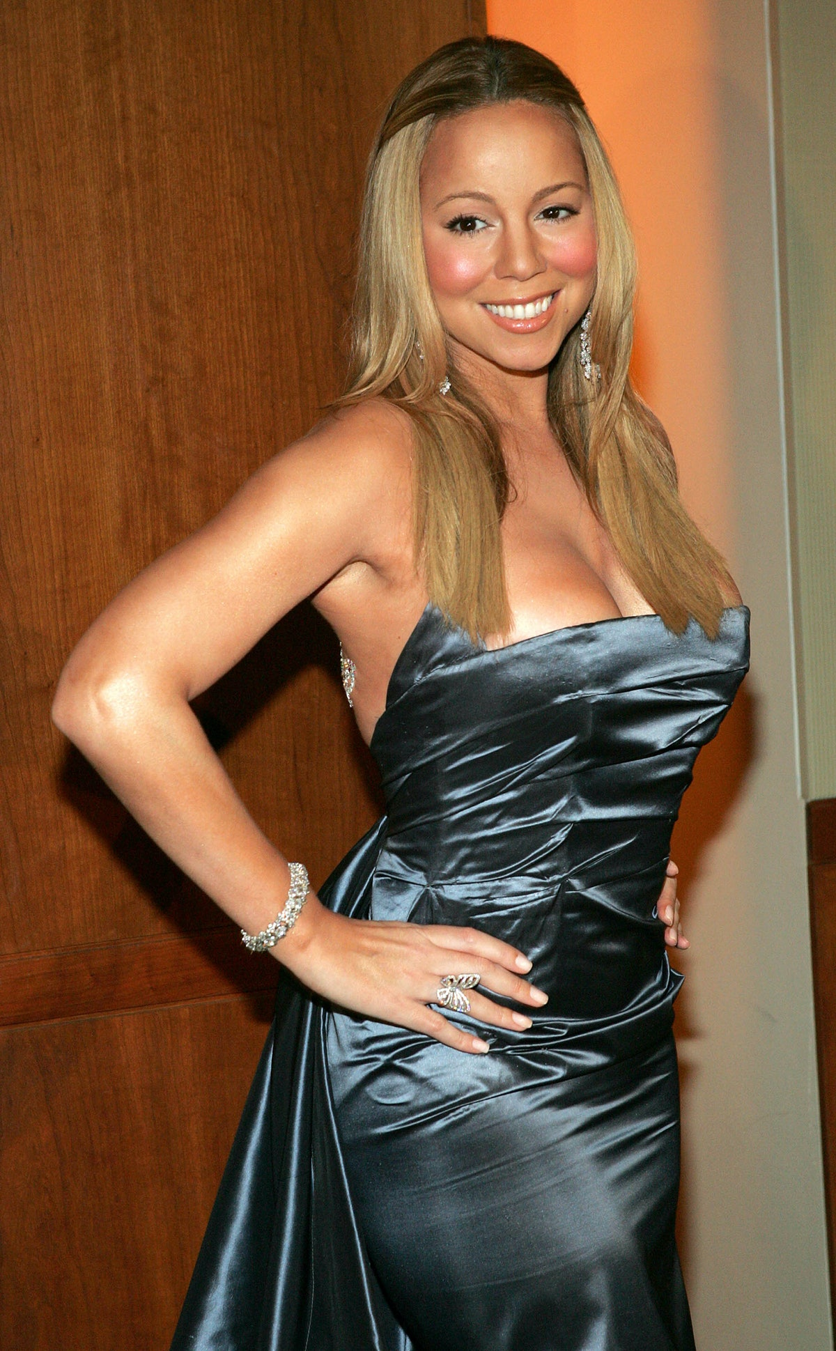 Mariah Carey showcasing heavy blush in 2004, a staple trend of the decade.