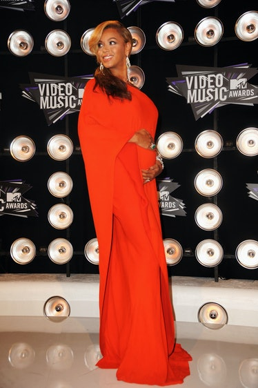 Beyonce in orange gown, pregnant.