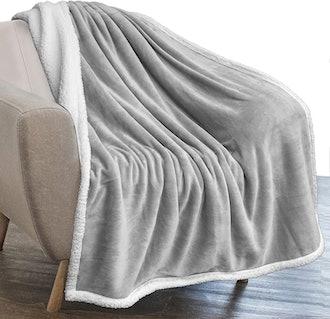 PAVILIA Sherpa Fleece Throw Blanket