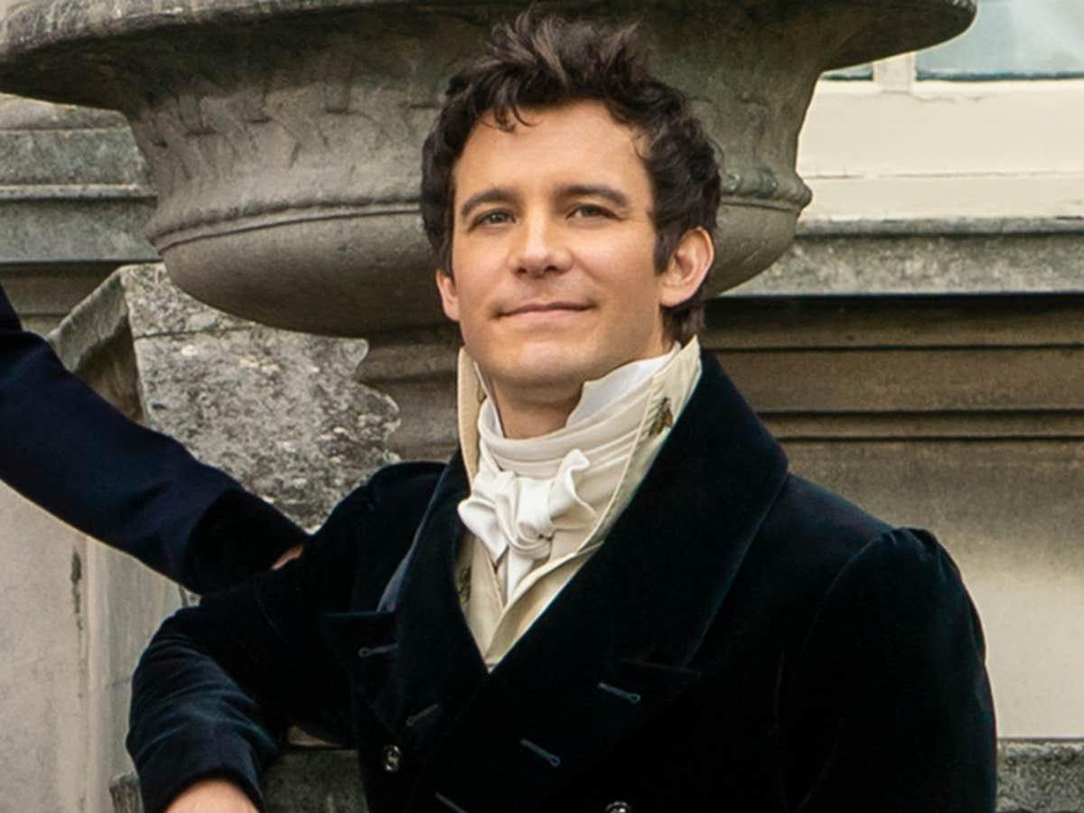 Luke Thompson as Benedict Bridgerton in Bridgerton.
