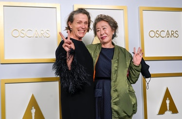 Frances McDormand and Yuh-Jung Youn giving peace signs