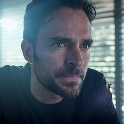 MANOLO CARDONA as ALEX in Who Killed Sara, via Netflix press site.