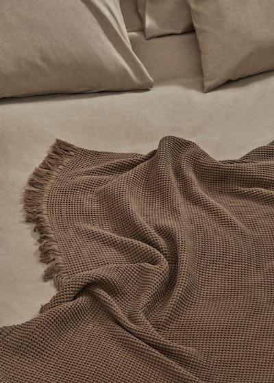Waffle knit-effect blanket