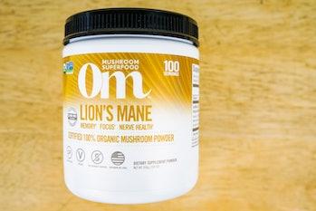 Om lions mane mushroom powder supplement