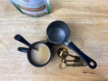 Cordyceps-M real mushrooms powder mixed into milk