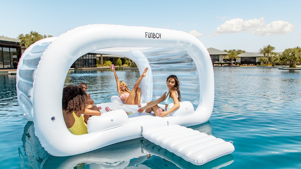 This FUNBOY Cabana Dayclub pool float comes with a few convenient upgrades.