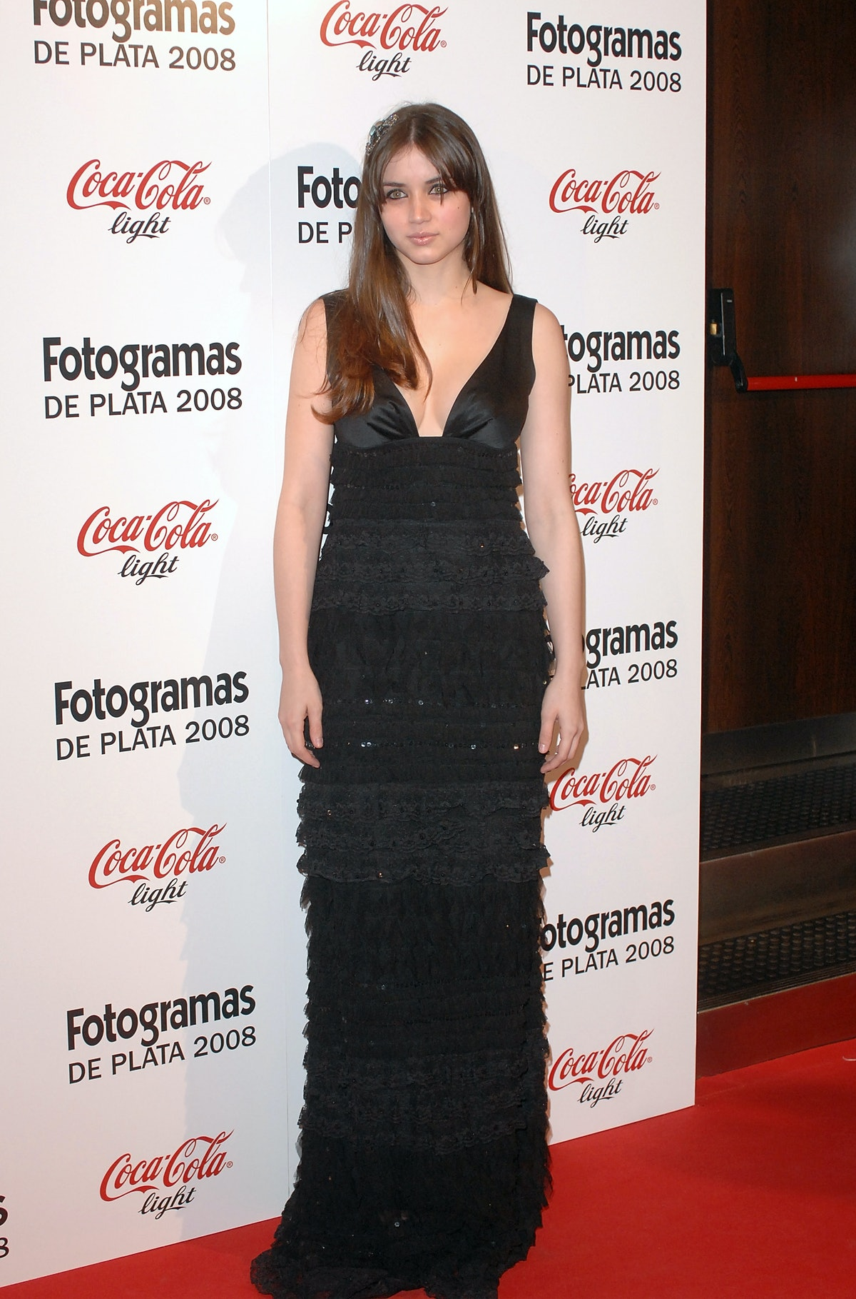 آنا د آرماس در 2 مارس 2009 در محل جوایز سینمایی مجله Fotogramas ، در باشگاه Joy Eslava وارد می شود ...