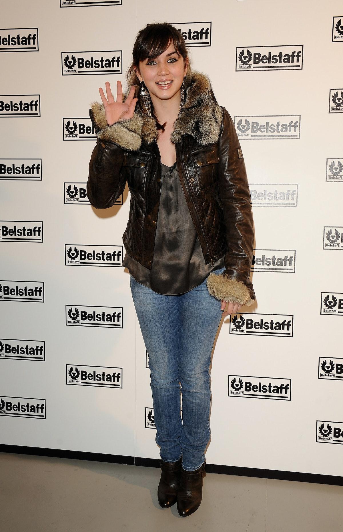 آنا د آرماس در افتتاحیه فروشگاه بلستاف در 15 دسامبر 2008 در مادرید ، اسپانیا شرکت می کند.