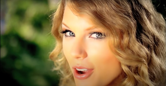 """Taylor Swift in """"Mine"""" video with curly hair"""