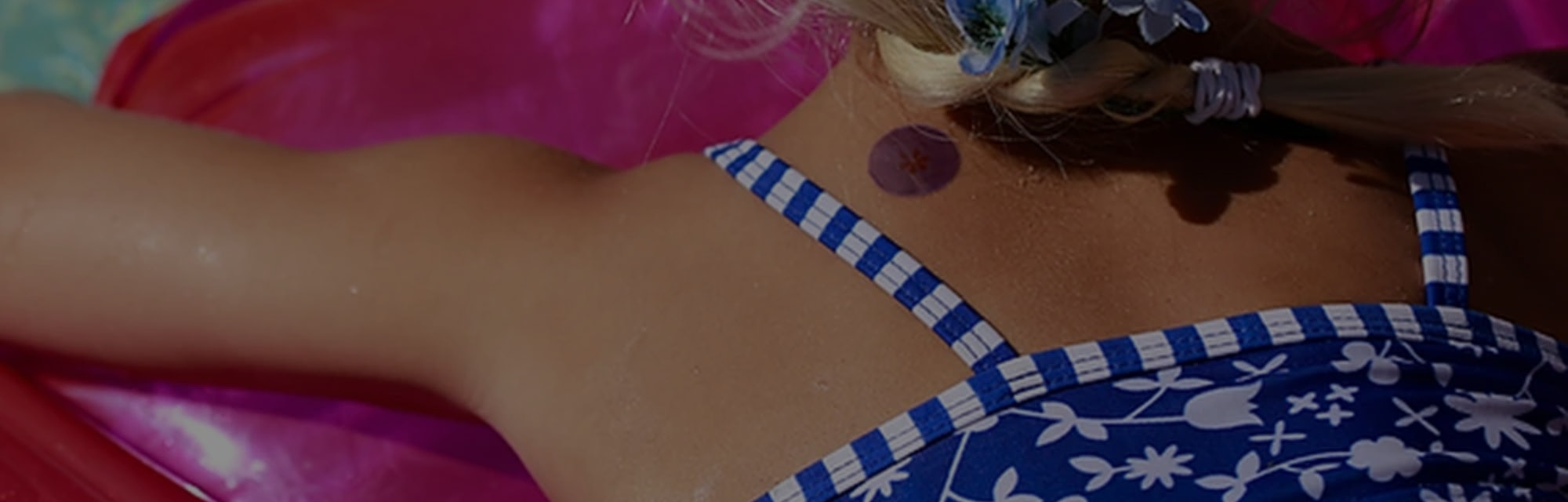 Sunscreen stickers alert the wearer when their protection has faded.