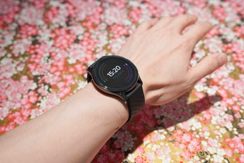 The OnePlus Watch is a big, sharp 1.39-inch AMOLED display and I found it comfy even wearing it to s...