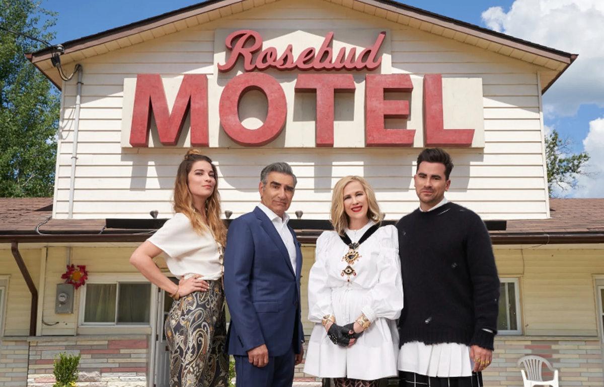 The Rose family from PopTV's 'Schitt's Creek' standing in front of the Rosebud Motel