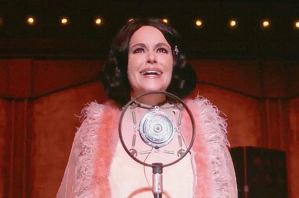 Emily Hampshire as Stevie in the Season 5 'Cabaret' episode of PopTV's 'Schitt's Creek'
