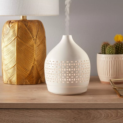 Opalhouse 300ml Cutout Ceramic Color-Changing Oil Diffuser