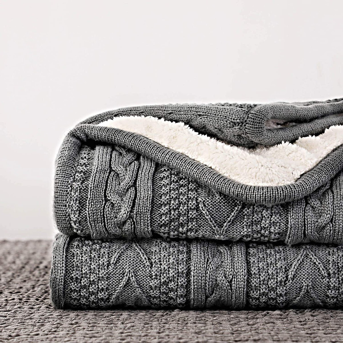 Longhui Acrylic Cable Knit Sherpa Throw Blanket