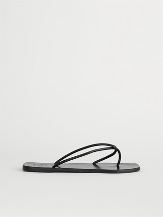 Alessano Black Flat Sandals