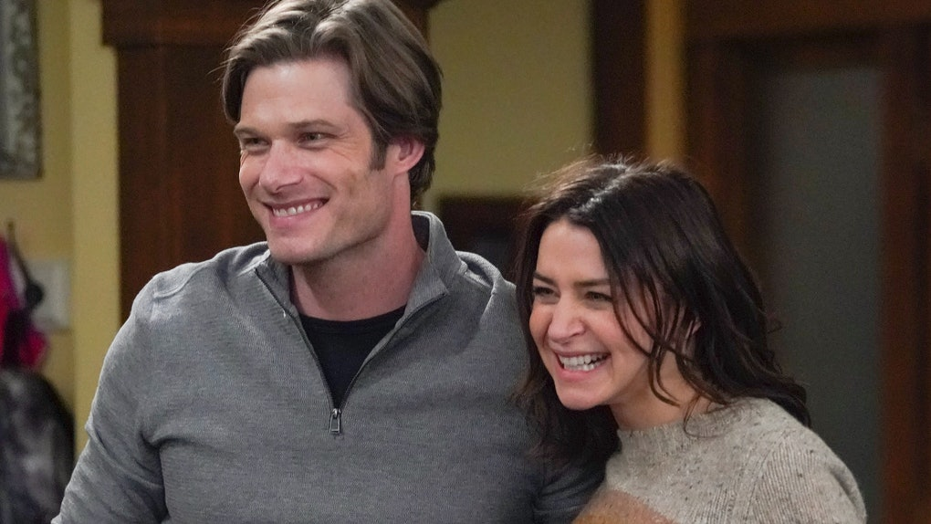 Chris Carmack as Link and Caterina Scorsone as Amelia in Grey's Anatomy Season 17.