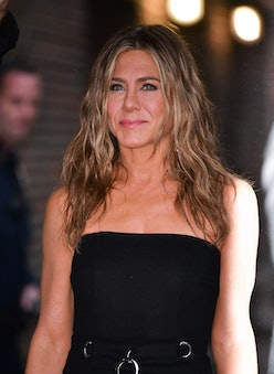 """NEW YORK, NY - OCTOBER 29: Jennifer Aniston visits """"The Late Show with Stephen Colbert"""" at the Ed Su..."""