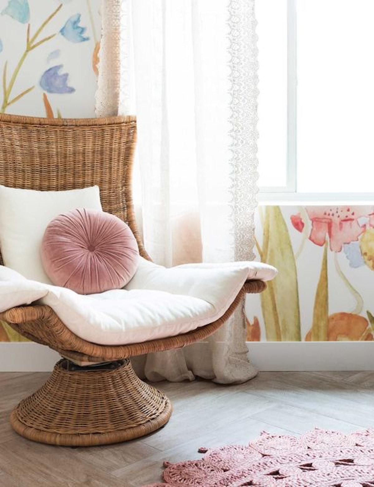 Akila Swivel Chair