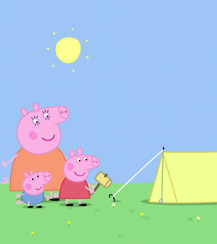 Peppa Pig sets up a tent with the help of her mother and younger brother.