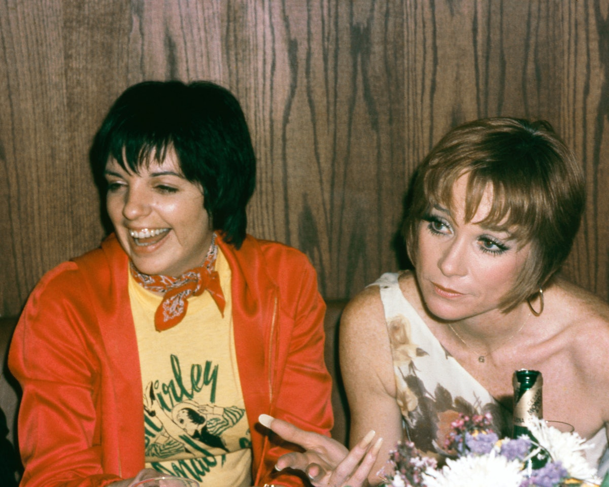 Liza sitting next to Shirley MacLaine
