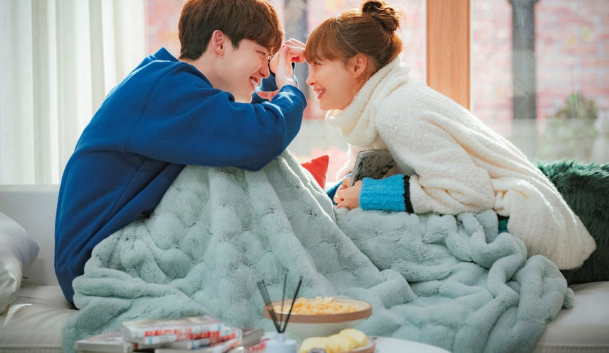 Lee Jong-suk and Lee Na-young in Romance is a Bonus Book.