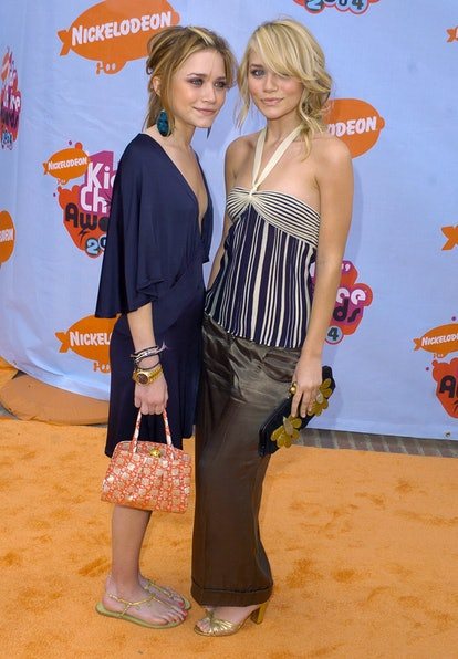 Mary Kate Olsen and Ashley Olsen during Nickelodeon's 17th Annual Kids' Choice Awards - Arrivals at ...