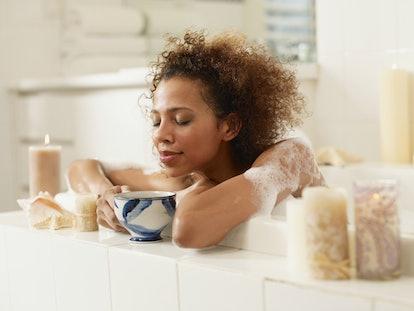 Femme dans un bain